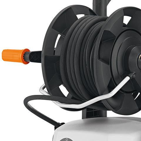 Aufrollhilfe  Ermöglicht den HD-Schlauch beim Aufrollen zu führen.