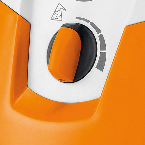 Reinigungsmittel-Dosiersystem  Mit dem Dosiersystem können dem Sprühstrahl Reinigungsmittel wahlweise aus einem integrierten Tank oder aus einem »externen« Behälter beigemischt werden. (Abb. ähnlich)