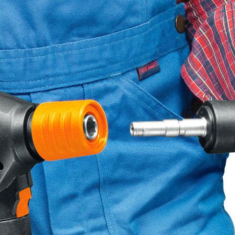 Schnellkupplung - Profi-Spritzeinrichtung  Die Schnellkupplung spart Ihnen Zeit beim Strahlrohr- und Zubehörwechsel, weil dadurch der Umbau leicht und schnell von der Hand geht. (Abb. ähnlich)