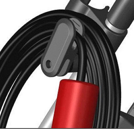 Schnellfixierung des Netzkabels  Mit der innovativen Schnellfixierung lässt sich das Netzkabel beim Aufwickeln mit nur einer Bewegung sicher arretieren. Beim Kippen des Gerätes kann das Kabel nicht herunterfallen.