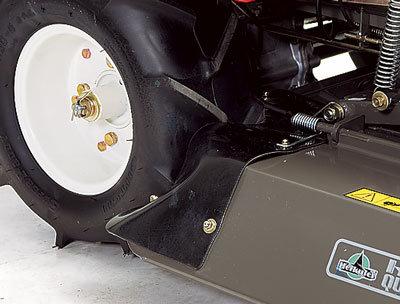 stabiles Mähdeck mit flexiblen Reifenabstreifern
