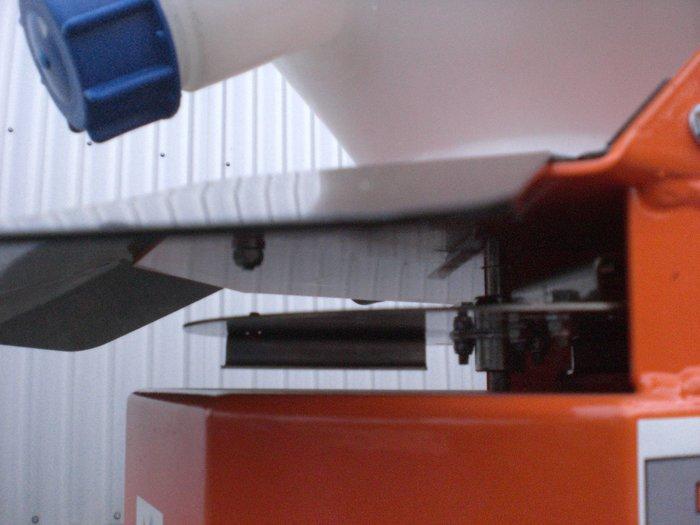 Streuteller aus Edelstahl mit einstellbaren Wurfschaufeln