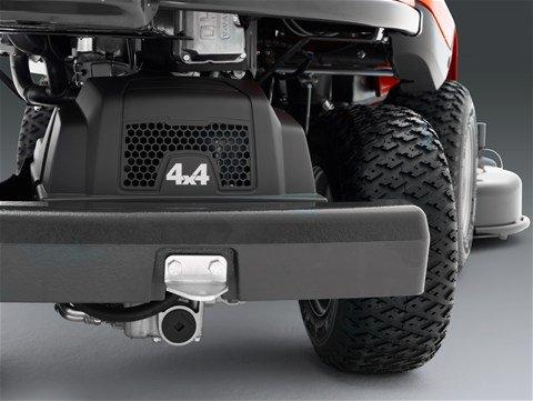 Allradantrieb (AWD) sorgt für gute Traktion beim Fahren an unebenen, nassen und rutschigen Stellen und an Hängen. Der Allradantrieb reguliert in Abhängigkeit von der Bodenbeschaffenheit automatisch die Traktion an allen Rädern.