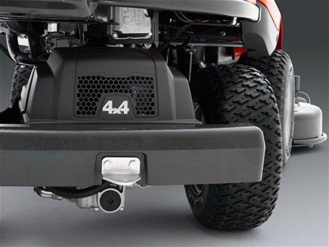 Allradantrieb (AWD) Allradantrieb (AWD) sorgt für gute Traktion beim Fahren an unebenen, nassen und rutschigen Stellen und an Hängen. Der Allradantrieb reguliert in Abhängigkeit von der Bodenbeschaffenheit automatisch die Traktion an allen Rädern.