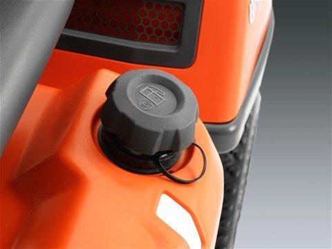 Aussenliegender Tankdeckel Dank des aussenliegenden Tankdeckels ist die Eröffnung der Motorhaube nicht mehr notwendig. Der extra umfassende Kraftstoff Tank ermöglicht einfacher auftanken.