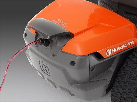 geringer Geräuschpegel  Der Akkubetrieb gewährleistet einen geringen Geräuschpegel, verbesserte Arbeitsbedingungen für den Anwender und kaum Lärmbelästigung für die Nachbarschaft.