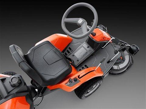 Pendelnde Hinterachse Die pendelnde Hinterachse sorgt für maximale Traktion der Antriebsräder und ermöglicht komfortableres Fahren auf unebenen Flächen.