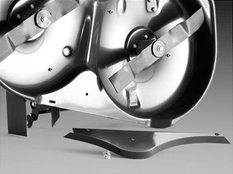 Vier große Räder Große Räder vorne und hinten bieten optimalen Fahrkomfort und gute Zugänglichkeit. Die Rasenfläche wird so kaum strapaziert.