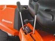 Leicht zugänglich Die klappbare Motorhaube und leichtzugängliche Servicepunkte erleichtern Wartung und Service.