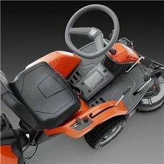 Pedal-gesteuertes hydrostatisches Getriebe Geschwindigkeit und Richtung werden durch Pedale gesteuert, so dass Sie beide Hände am Lenkrad halten können, um eine optimale Fahrsteuerung zu erreichen.