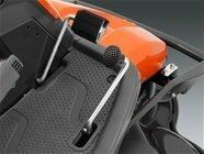 Vier große Räder Große Räder vorne und hinten sorgen für optimalen Fahrkomfort, gute Zugänglichkeit und weniger Gefahr, empfindliche Oberflächen zu beschädigen.