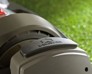 Heimfahrt auf Knopfdruck   Mit der Home-Taste kann der Mähbetrieb jederzeit unterbrochen werden. Betätigt man die Taste, fährt der Mähroboter automatisch zu seiner Basisstation zurück.
