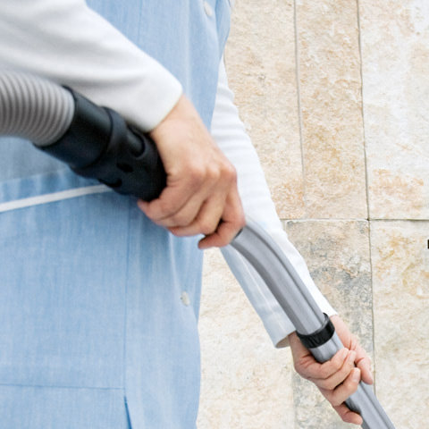 Edelstahl-Handrohr mit Schnellkupplung  Mit der serienmäßigen Schnellkupplung ist der Saugschlauch im Nu am Handrohr angebracht und auch wieder entfernt. (Abb. ähnlich)