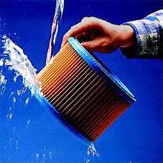 Mehrfachfiltersystem: Der auswaschbare Filtereinsatz der STIHL Universalsauger ist hygienisch, wirtschaftlich und schont die Umwelt. Kurz unter fließendes Wasser halten und der Filtereinsatz ist wie neu.
