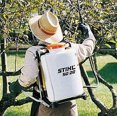 Tragsystem: Das manuelle Sprühgerät ist mit einem robusten Tragsystem ausgestattet.