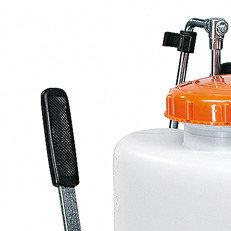 Externe Messingpumpe: Die robuste, externe Messingpumpe ist mit einer justierbaren Messing-Kegeldüse ausgestattet.