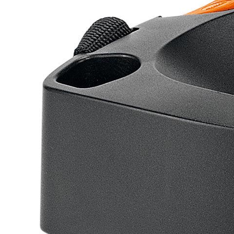 Köcher  Das Gerät verfügt über zwei praktische Köcher zur Aufbewahrung der Lanze.