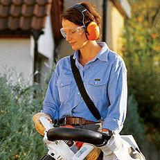 Tragegurt/Tragesystem: Die STIHL Tragegurte erleichtern besonders bei Langzeiteinsätzen die Arbeit. Sie bieten viel Bewegungsfreiheit und geben Sicherheit beim Einsatz des Gerätes. Ein jeweils zum Modell passende STIHL Tragegurt gehört zur Serienausstattung.
