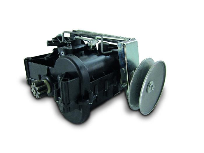 Schaltbares Getriebe in den Modellen SNH1730SE und SNH 1528SE. Alle Funktionen, wie Geschwindigkeitsregulierung, Kupplung und Lenkung sind in der Getriebeeinheit integriert.