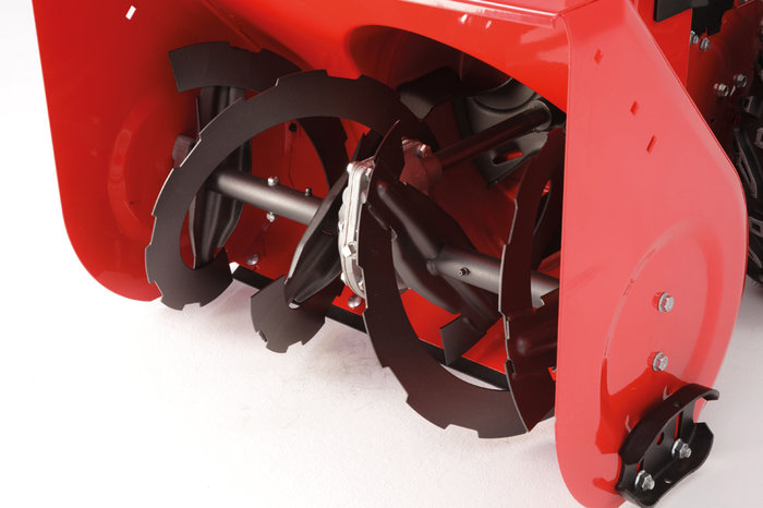 Die Stahlzähne der Frässchnecke graben sich mühelos in harten und kompakten Schnee und erleichtern das Schneeräumen erheblich.
