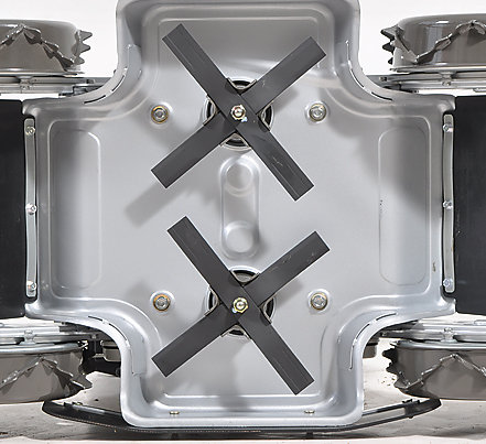 2 Kreuzmesser werfen je nach Fahrtrichtung nach vorn oder hinten aus.