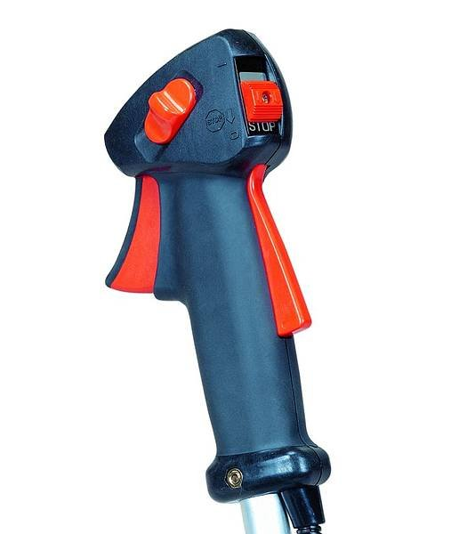Alle ECHO-Motorsensen sind mit ergonomisch gestalteten Griffen ausgerüstet. Die Hände müssen während der Arbeit nicht von den Griffen genommen werden um Steuerfunktionen zu bedienen.