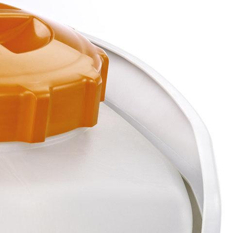 Schutzkragen  Etwaige Schüttverluste beim Einfüllen des Sprühmittels werden durch den Schutzkragen aufgehalten und erreichen so nicht das Rückenpolster. Dadurch behalten Sie einen trockenen Rücken.