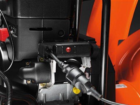 Dank Elektrostart lässt sich der Motor einfach durch Drücken eines Knopfs starten. Bei warmem Motor kann die Schneefräse auch über den Handstarter gestartet werden.