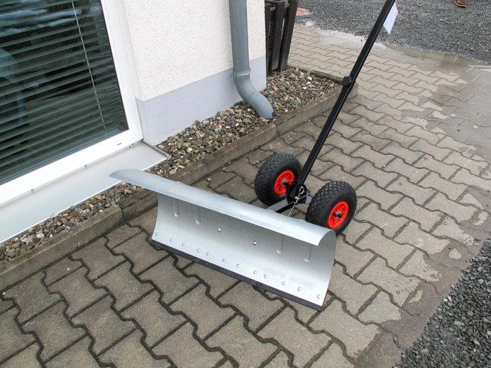 75cm. Breit  mit Kunstoffschutzleiste Luftbereifte Räder