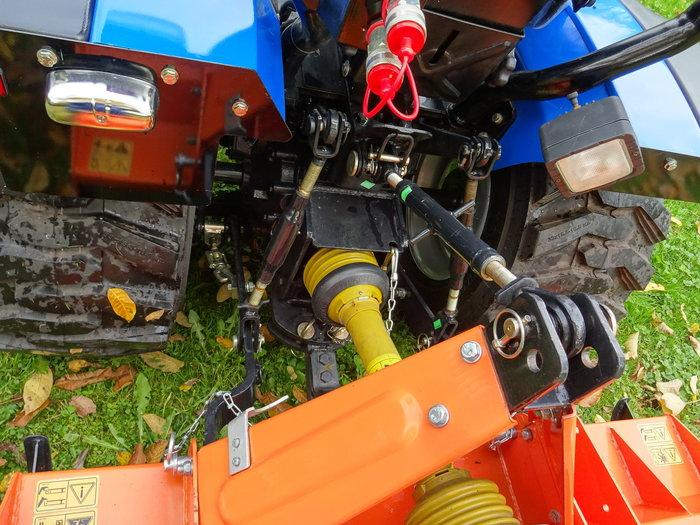 Die starke Heckhydraulik packt alle Anbaugeräte - Normdreipunkt Kat.1 und Normzapfwelle - alle Geräte passen!