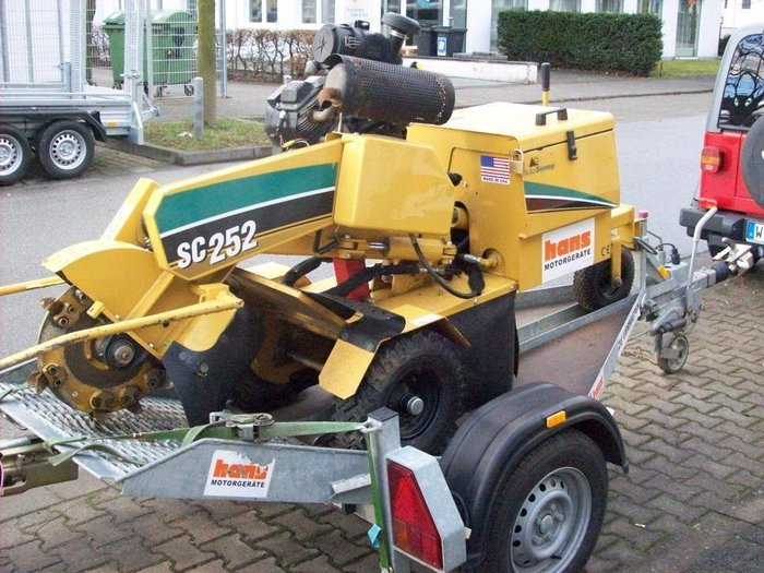 Mieten                                          Stubbenfräsen:                     Vermeer - Stubbenfräse SC 252  (mieten)
