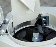 """Schieber """"fein"""": Wird der Zugang zum Auswurfkanal bis auf eine kleine Öffnung fast geschlossen, entsteht feines Schreddergut."""