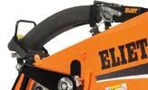 KLAPPBARES AUSWURFROHR  Die Auswurfhöhe des Auswurfrohrs beträgt beim Super Prof 200 cm. Ein entscheidender Vorteil, denn so können die Holzschnipsel in jeder beliebigen Lage, an jedem beliebigen Ort, ausgeworfen werden. Für den Transport, kann das Auswurfrohr einfach umgeklappt und auf der Maschine befestigt werden. So beträgt die Gesamthöhe 145 cm, ideal für das Verladen in einen Transporter.
