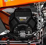 """Der erste Häcksler auf dem europäischen Markt mit dem 23 PS-starken B&S Vanguard EFI Motor!  EFI steht für """"Elektronische Kraftstoffeinspritzung"""". Bei dieser fortschrittlichen Technologie bestimmt ein kleiner interner Mikroprozessor, wie viel Kraftstoff je nach Belastung eingespritzt wird. Dadurch wird sichergestellt, dass der Motor über einen weiten Drehzahlbereich eine wesentlich konstantere Leistungskurve aufweist. Beim SUPER PROF MAX führt dies zu einer Reduzierung des Verbrauchs um 25% und einer 25% höheren Rendite. Eine Besonderheit dieses EFI-Motors ist, dass er kein Drosselventil mehr besitzt und trotzdem bei jeder Außentemperatur problemlos startet . Da dieser Vanguard EFI-Motor keinen klassischen Vergaser hat, sondern mit Direkteinspritzern arbeitet, werden auch die klassischen """"Vergaserprobleme"""" vermieden. Vor allem die präzise gesteuerte Kraftstoffeinspritzung sorgt dauerhaft für ein optimales Luft/Benzin-Verhältnis und damit für eine vollständige Verbrennung. Die Abgase sind sauberer und machen den ELIET SUPER PROF MAX zu einem umweltfreundlichen Häcksler, der unseren Planeten sauber hält. Dieser brandneue Vanguard EFI-Motor wird ab Mai serienmäßig am SUPER PROF MAX montiert."""