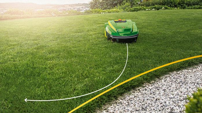 Einfach zu bewundern  Der TANGO mäht in zufälligen Mustern, damit Ihr Rasen immer perfekt aussieht. Automatisch erkennt er Hindernisse und passt sogar seine Mähintensität dichteren Grasbüscheln an. Durch eine Abschlussrunde entlang der gesamten Gartenbegrenzung wird sichergestellt, dass alle Kanten in Form bleiben.  Lassen Sie sich von Ihrem John Deere TANGO Vertriebspartner bei der Planung und Verlegung des Begrenzungsdrahts fachmännisch beraten. Der Begrenzungsdraht ist fast unsichtbar und kann einfach versetzt werden, wenn Sie die Aufteilung Ihres Gartens verändern.