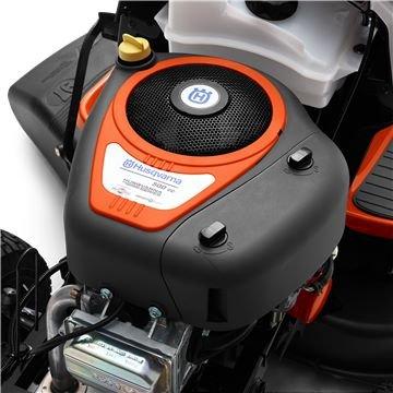 Husqvarna Series Motor  Der Briggs & Stratton Motor wurde eigens für Husqvarna entwickelt. Er ist mit einem speziellen Ölfilter, einer Druckölschmierung, dem Anti-Vibrations-System und dem Auto Choke ausgestattet.