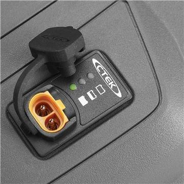 Batterie Indicator mit Ladegerätstecker  Gibt Auskunft über den Status der Batterie und wann diese zu laden ist. Der Ladeanschluss befindet sich neben dem Indikator.