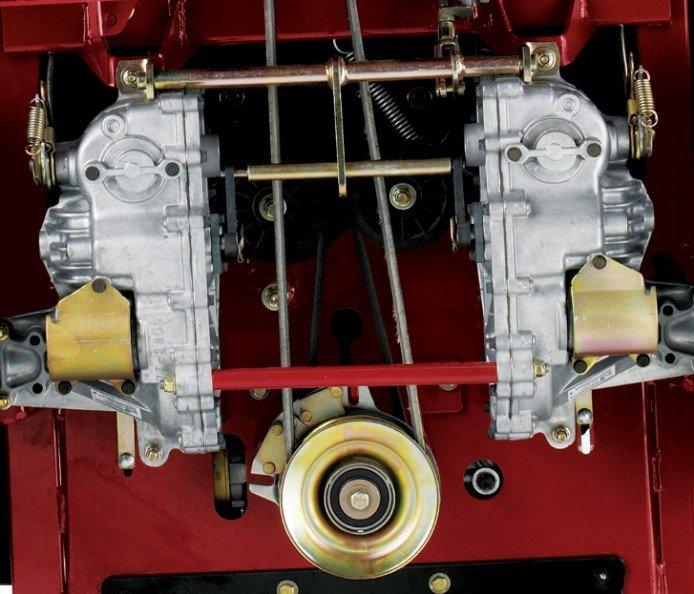 Hydro-Antrieb ZT3100: Das hydrostatische Getriebe am ZT3100 hat eine interne, wartungsfreie Bremse, einen geschützten, aufschraubbaren Filter und ist leichter als eine Radpumpe und Motoranlage zu warten. Außerdem hat der ZT3100 weniger undichte Stellen, damit Privateigentümer sicher sein können, dass der Maschinenantrieb fast kugelsicher ist.