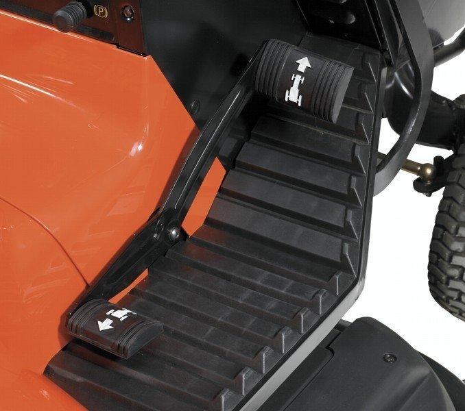 Hydrostatisches Automatikgetriebe - komfortabel dank Fußpedalsteuerung