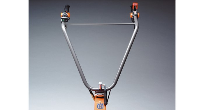 Einstellbarer Griff Höhenverstellbarer Holm für verbesserte Ergonomie.