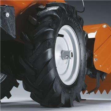 Antriebsreifen mit Traktorprofil Große Reifen mit kräftigem Profil für optimalen Grip
