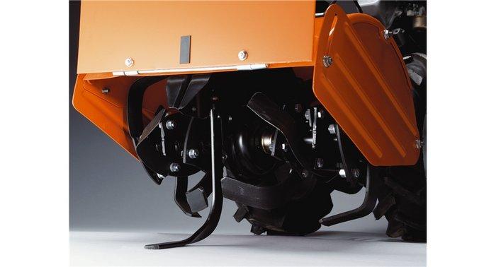 Doppelt rotierende Werkzeuge  Die Zinken rotieren entweder vorwärts oder rückwärts. Das Vorwärtsrotieren wird benutzt, um die die obersten Erdschichten zu bearbeiten, während das gegenläufige Rotieren dazu verwendet wird, tiefere Erdschichten zu bearbeiten.
