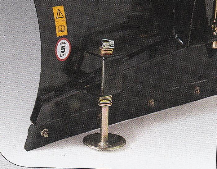 Höhenverstellbare Gleitteller Die Gleitteller auf der Rückseite des Räumschildes sichern den notwendigen Mindestabstand zum Untergrund