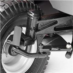Gusseiserne Vorderachse Die gußeiserne Vorderachse sorgt für sehr gute Balance und Stabilität, auch bei Betrieb mit Grasfangbox.