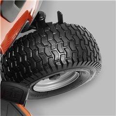 U-Cut™ Unsere Traktoren im Spitzensegment verfügen über die neue U-Cut Lenktechnologie, die Wendemanöver und das Mähen um Hindernisse erleichtert. Die Vorteile sind weniger ungemähte Flächen, besonders effizientes Mähen und verbesserte Manövrierbarkeit.