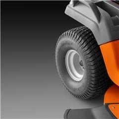 Hochwertige Reifen Hochwertige Reifen für längere Lebensdauer und gleichmäßigen Profilverschleiß. Verbesserte Traktion auch unter schwierigen Bedingungen und weniger Gefahr, empfindliche Böden zu beschädigen.