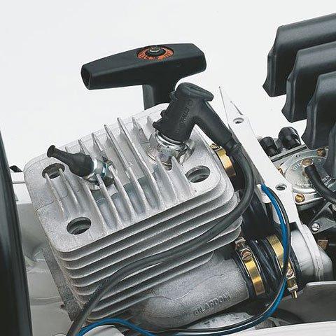 2-MIX  Beim Spülen legt sich eine kraftstofffreie Luftschicht zwischen die verbrannte Ladung im Brennraum und die frische Ladung im Kurbelgehäuse. Dieses Polster reduziert die kraftstoffhaltigen Spülverluste beim Gaswechsel – und damit die Belastung von Mensch und Umwelt. (Abb. ähnlich)
