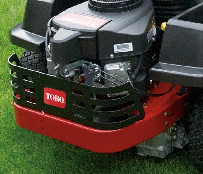 Robuster Heckmotorschutz  Dieser robuste Motorschutz aus Stahl schützt den Motor vor Ästen und Grünabfällen beim Manövrieren auf dem Rasen.