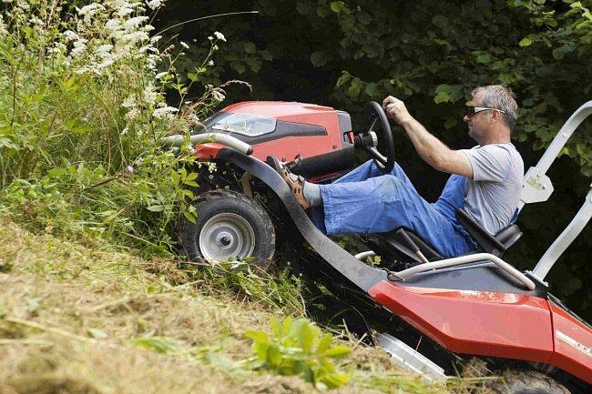 Gebrauchte                                          Gartentraktoren:                     Efco - Tonkawa 110 4X4 Steilhang-Allesmäher (gebraucht)