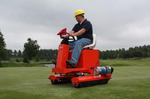 Golfplatztechnik:                     Smithco - Tournament Electra Grünsbügler